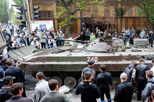 Civilains gather around tank in Mariupol